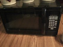Microwave Oven 1000 w in Quad Cities, Iowa
