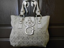 Ladies Guess Beige Shoulder Purse in Spring, Texas