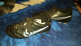 nike soccer cleats size 1 in Hinesville, Georgia