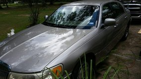2001 Lincoln Towncar in Cleveland, Texas