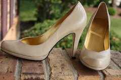 Womens TAHARI Lolly Pumps Heels Shoes Leather Beige Size 8M in Naperville, Illinois