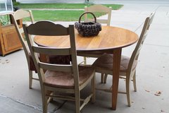 Oak Kitchen Table with 3 Leafs in Bolingbrook, Illinois