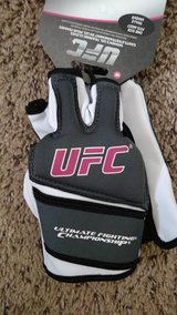 UFC Martial Arts Womens Gel Training Gloves. BRAND NEW in Bolingbrook, Illinois
