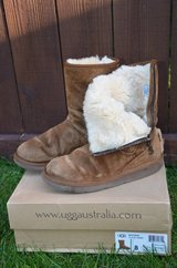 ugg boots women size 8 in Glendale Heights, Illinois
