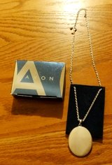 "Avon Mother of Pearl Medallion Necklace 2008 16 ½"" 3"" extender in Chicago, Illinois"