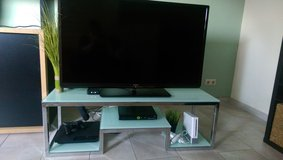 TV stand - solid white glass in Baumholder, GE