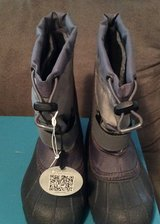 Columbia snow boots size 13 youth NIB in Ramstein, Germany