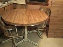 Table and 4 rolling chairs in Quad Cities, Iowa