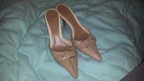 Size 6B Gucci tan pumps in Spring, Texas