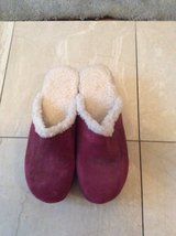 ***BRAND NEW***Ladies Burgundy Sherpa Lined Clogs***SZ 9 in Kingwood, Texas
