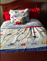 Full Duvet bedding,  lamp and bookends in Bolingbrook, Illinois