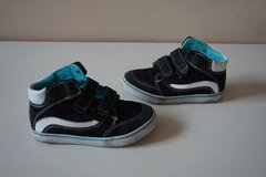 Boys Children's Place Black/Blue Hightop Shoes Size 11 in Lockport, Illinois