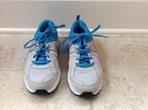Girls/Women's Nike Gym Shoes Size 8 in Chicago, Illinois