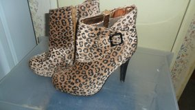 deb boots in Clarksville, Tennessee