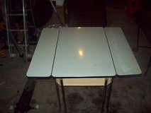 Vintage 40's 50's Table with Hair Pin Legs + Fold Out Leaves in Batavia, Illinois