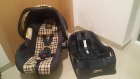 Graco Infant Car Seat With Base in Ramstein, Germany