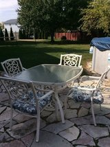 Outdoor table and 4 chairs in Aurora, Illinois
