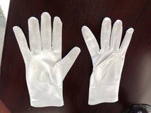 Girls White Satin Gloves - Ages7-8 in Bolingbrook, Illinois