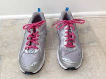 Girls Nike Gym Shoes - Gray, Pink & Blue Size 5.5 in Glendale Heights, Illinois