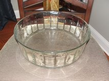 LARGE GLASS DESIGNER SERVING BOWL in Camp Lejeune, North Carolina