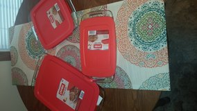Pyrex Dishes in Fort Campbell, Kentucky