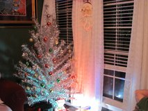 EVERGLEAM 6FT STAINLESS ALUMINUM TREE in Houston, Texas