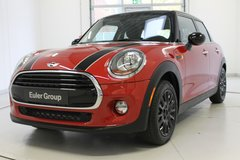 2016 MINI Cooper Hardtop 4 Door* Automatic* Panoramic Sunroof* Navigation and More* in Baumholder, GE