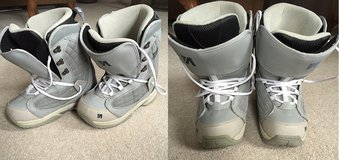 womens snowboard boots sz 9 in Wheaton, Illinois