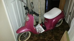 Daisy Fuchsia Pocket Mod Electric Razor Scooter in Clarksville, Tennessee