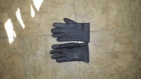 Gloves, Man, Size Small to Medium in Kingwood, Texas