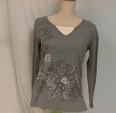 Small NWOT Gray Bling LS Women's Blouse Shirt Knit Top sz S Blouse Tunic White flower floral in Kingwood, Texas