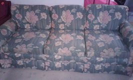 vintage flower couch in Leesville, Louisiana