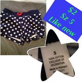 Girls Star shorts (5) like new in Joliet, Illinois