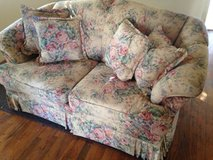 overstuffed floral loveseat w/pillows in Alamogordo, New Mexico