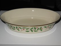 Lenox Holiday oval serving vegetable bowl. in Batavia, Illinois