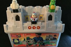 Mega Bloks Build n' Play Castle with magic sounds in Glendale Heights, Illinois