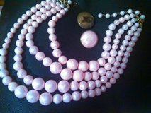Vintage Retro pink necklace and clasp earrings in Spring, Texas