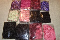 Decorative silk flowers by tray, large variety of colors. More you buy better price. in Baumholder, GE