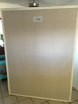 Tempur Pedic Queen mattress platform base - Like New in Yucca Valley, California