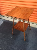 Antique Solid Oak Lamp Table w/ Turned Legs in Camp Lejeune, North Carolina