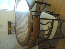 Dining table w four chairs in Alamogordo, New Mexico