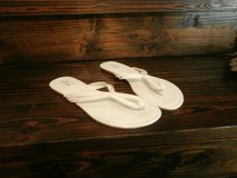 4 pairs of flip flops in Cleveland, Texas
