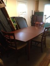 Beautiful table and 4 chairs in Huntsville, Alabama