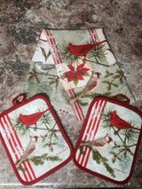 Set kitchen towel and pot holders in El Paso, Texas