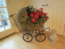 Vintage 30s Wicker BABY CARRIAGE BUGGY 'Turn About', Wood Wheels, Photo, Doll or Flower Display in Brookfield, Wisconsin