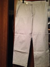 Gap capris size 8 So CUTE On like new condition only worn 1 time in Yongsan, South Korea