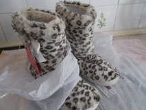 Leopard Print Fur Lined Slippers - Size UK 2 - 4 Small in Lakenheath, UK