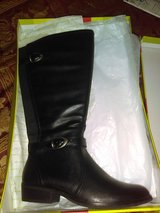 Boots brand new 8.5 in Pensacola, Florida