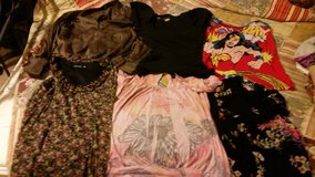6 women med. and large shirt lot in Houston, Texas