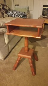 End table in Lake Elsinore, California